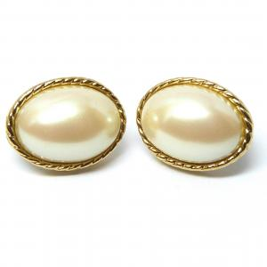 Original vinage faux pearl and gold tone clip on earrings