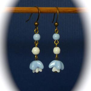 Vintage 1940s blue and white glass flower bead earrings